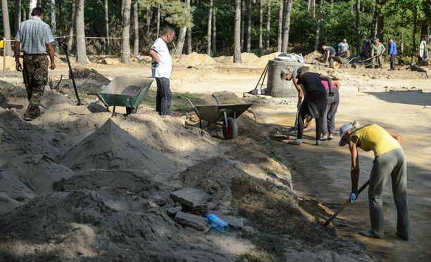 Sobiborista löydettiin viime vuoden syyskuussa kahdeksan aiemmin kadoksissa ollutta kaasukammiota. Keskitysleirin paikalle rakennetaan museo ja muistomerkki.