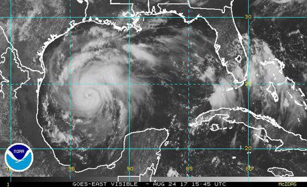 Yhdysvalloissa Texasin ja Louisianan osavaltioita lähestyvän Harvey-hurrikaanin voi yltyä jopa kategorian kolme hurrikaaniksi.