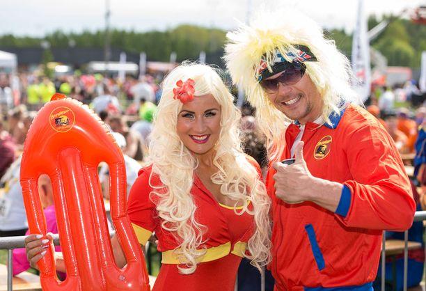 Rita ja Aki olivat pukeutuneet Baywatch-asuihin Extreme Run -juoksutapahtumaan.