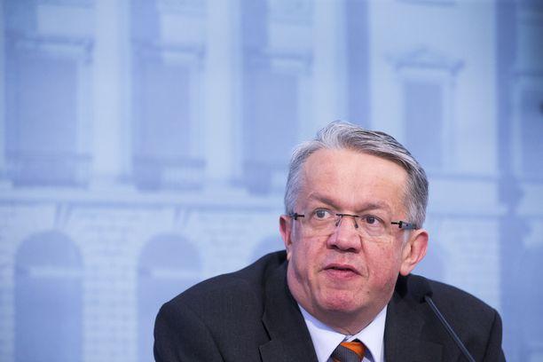 Keskustan entinen kansanedustaja ja ministeri Juha Rehula on oikeutettu sopeutumisrahaan.