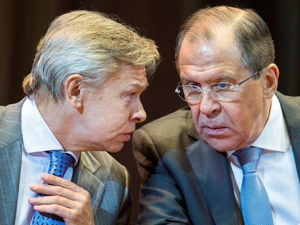Aleksei Puškov yhdessä Venäjän ulkoministeri Sergei Lavrovin kanssa Moskovassa huhtikuussa 2015.