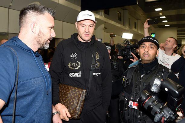 Fury palasi Englantiin tiistaina.