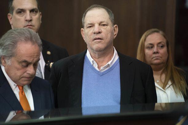 Harvey Weinstein oikeudenistunnossa New Yorkissa kesäkuussa.
