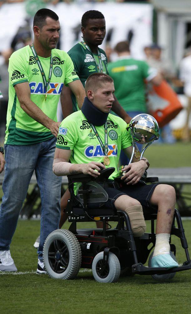 Jackson Follmanin jalka amputoitiin lento-onnettomuuden jälkeen.