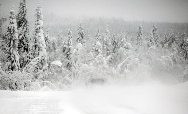 Nelihenkinen afganistanilaisperhe maksoi 21 000 euroa matkasta Suomeen. Venäläismies toi perheen Sallan rajanylityspaikalle 26. joulukuuta.