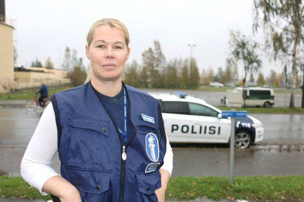 Vanhempi rikoskonstaapeli Katja Kinnunen tuli Tornion järjestelykeskukseen töihin Hämeenlinnasta.
