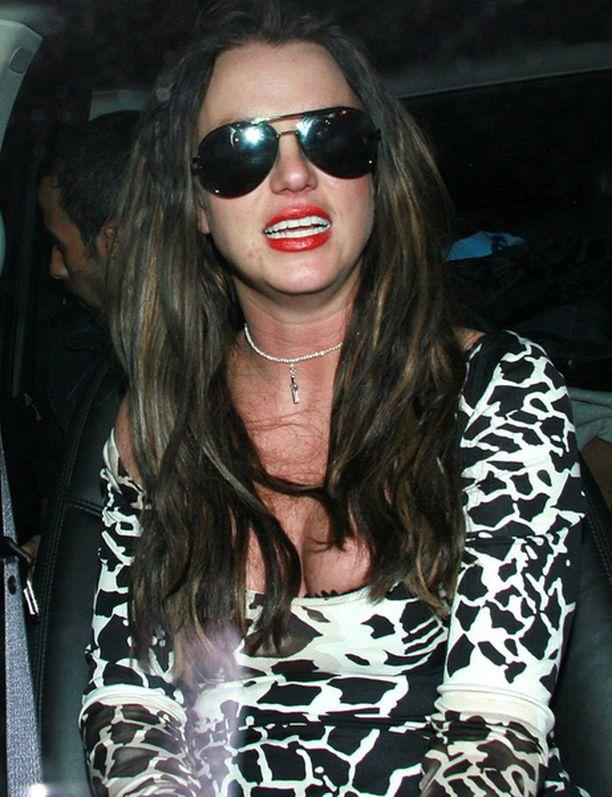 Näin huonossa kunnossa Britney oli talvella, kun hän heilasteli Adnanin kanssa.