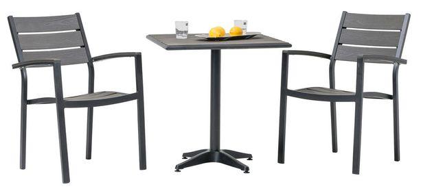 Maskun Dakota-parvekesetti on alumiinia ja easywoodia. Kahdella tuolilla ja pöydällä on hintaa 199,-.
