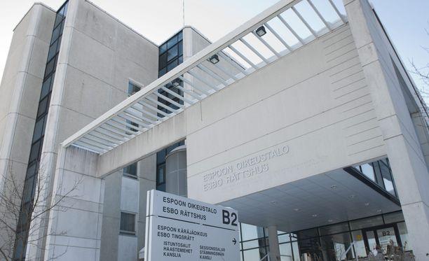 Espoon käräjäoikeus tuomitsi naisen viiden kuukauden ehdolliseen vankeusrangaistukseen.