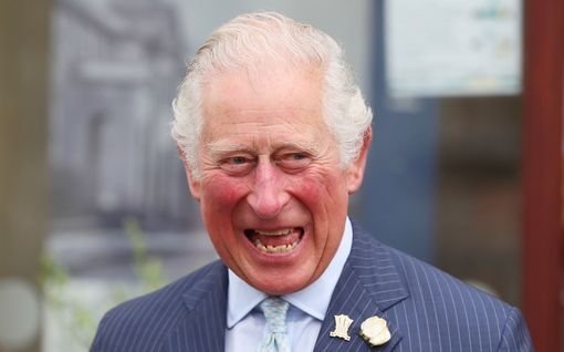 Prinssi Charles kommentoi yllättäen autotapahtumassa Meghanin ja Harryn vauvauutista