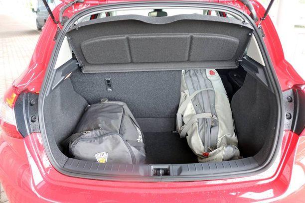 Tavaratila on hatchbackille tyypillinen.