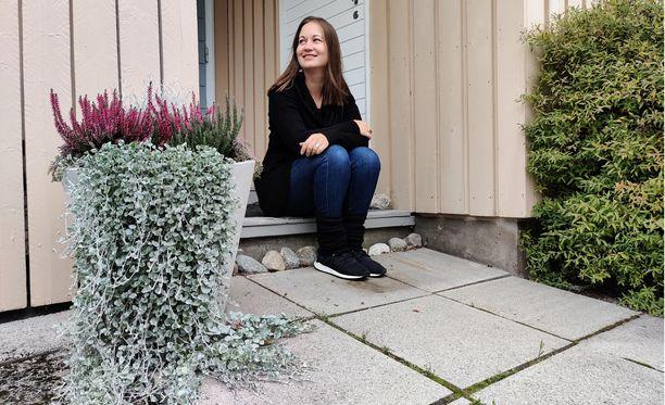 Tiina Korolainen sai kuulla, että hänellä on korkea alttius sairastua rinta- ja munasarjasyöpään elämänsä aikana. Tieto helpotti syöpäpelkoa, joka on vellonut lapsesta asti.