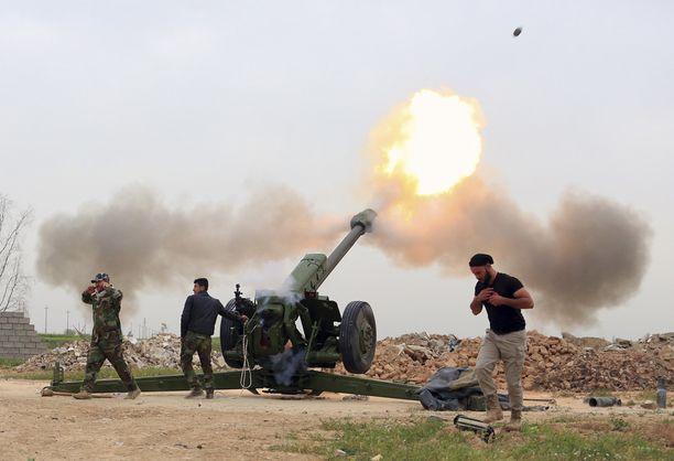 Irakin armeija valtaa parhaillaan Mosulia ympäröiviä alueita.