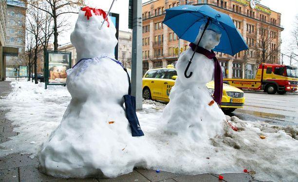 Lumipula riivaa kanadalaisia. Lumiukotkin sulavat. Kuvituskuva.