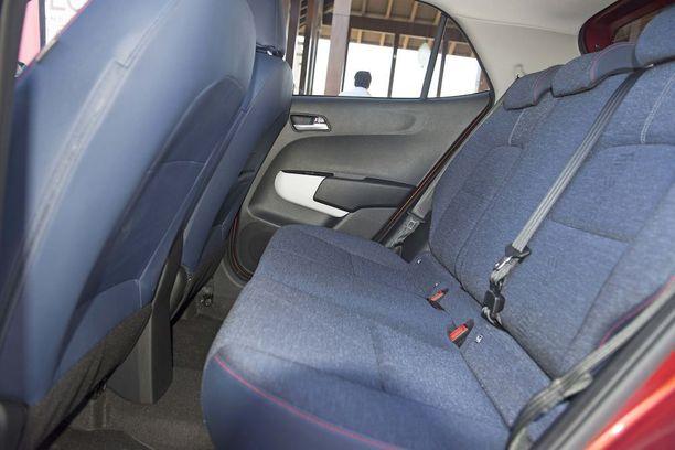 Takapenkillä jopa 185 cm pitkä matkustaja istuu melko mukavasti, kun etuistuin on säädetty saman pituiselle henkilölle.