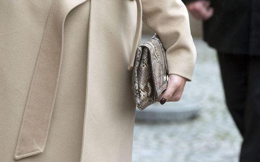 Käsilaukkuvarkaat tempaisivat 53-vuotiaan naisen asfalttiin Kemissä - poliisi toivoo sankarillisen mysteerimiehen yhteydenottoa