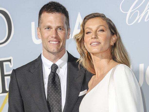 Tom Bradyn ja Gisele Bündchenin talous ei kaadu, vaikka Brady mitä ilmeisimmin hävisi ex-joukkuekaverilleen 100000 dollarin vedon.