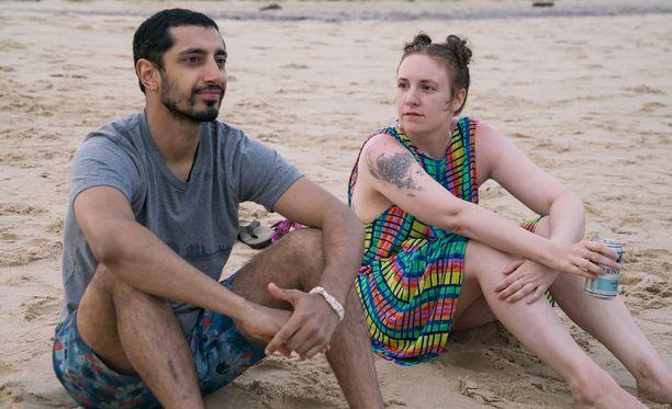 Avausjaksossa Hannah löytää itsestään uuden, ainakin jonkun verran rannalla viihtyvän puolen.