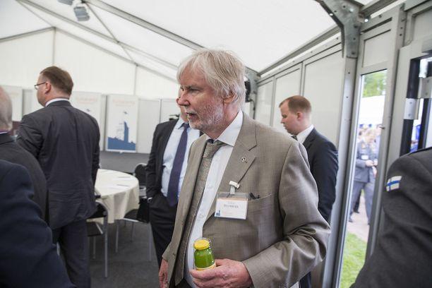 """Erkki Tuomiojan mukaan """"asiallista pohdintaa"""" kansallisesta turvallisuudesta on jatkettava, mikä onnistuu paremmin ilman """"nyt nähtyä pelkoa lietsovaa hypetystä""""."""