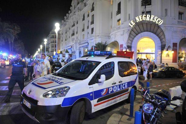 Luksushotelli Le Negrescoon evakuoitiin loukkaantuneita ja silminnäkijöitä yöllä.