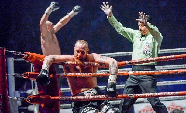 Robert Helenius hävisi edellisen ottelunsa Johann Duhaupasille.