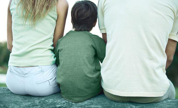Osa vanhemmista pelkää asiointia sosiaalitoimistossa.