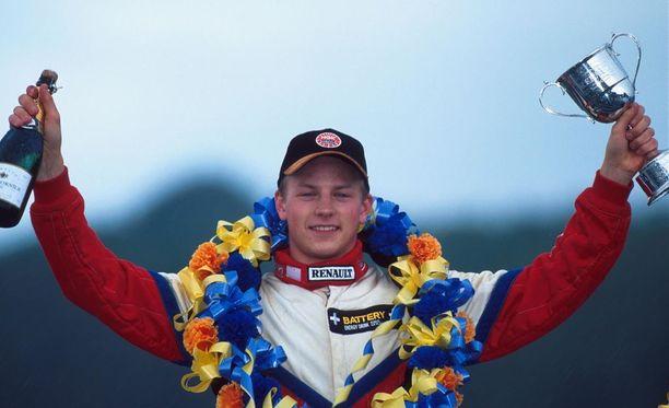 Kimi Räikkönen nousi formula ykkösiin vuoden 2000 Formula Renault -mestarina.