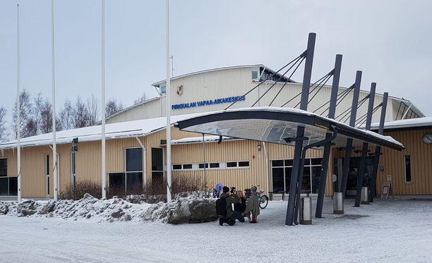 Koululle tulleet oppilaat ja henkilökunta siirrettiin aamulla vapaa-aikakeskukseen.