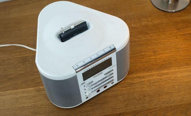 iPhone 6 adapter in a standard Apple radio alarm clock dock