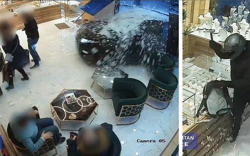 Kuin toimintaelokuvasta: Varkaat rysäyttivät autolla koruliikkeen sisään – Englannin poliisi julkaisi dramaattisen todisteen
