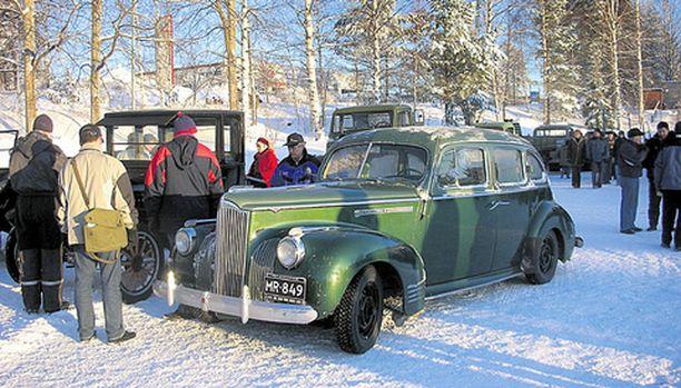 TALWIAJO-KONKARI Arne Åvall ja vuoden 1941 Packard 120 ovat tuttu näky erilaisissa mobilistien kokoontumisajoissa.
