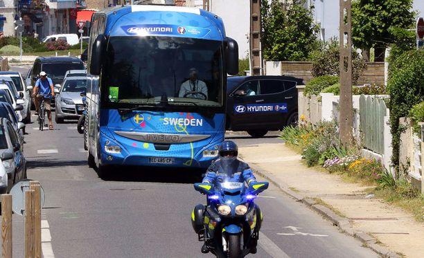 Ruotsin bussi ei Ranskassa selvinnyt ilman pienoista mälliä.