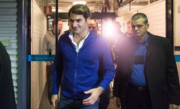 Roger Federer saapui Suomeen hymy huulillaan.