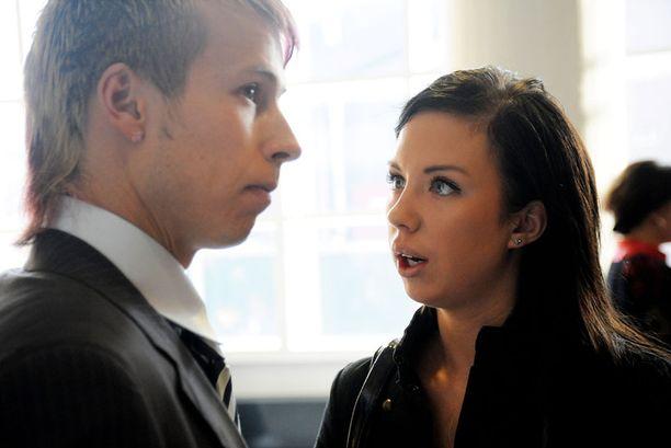 Antti ja Henna tutustuivat Big Brother -ohjelman kautta ja menivät naimisiin BB-talossa vuonna 2009.