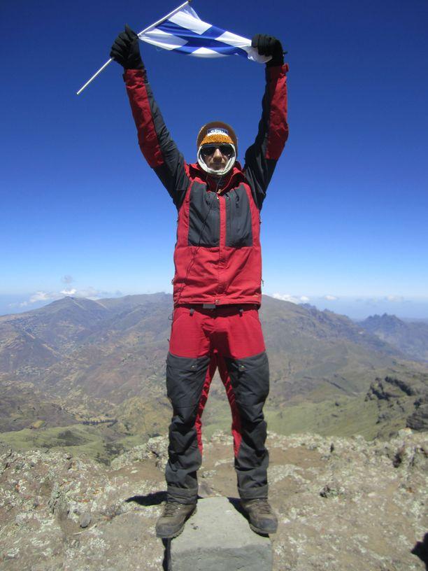 Tero Mäkinen Etiopian huipulla. Seuraavat huippukokemukset haetaan kotimaasta.