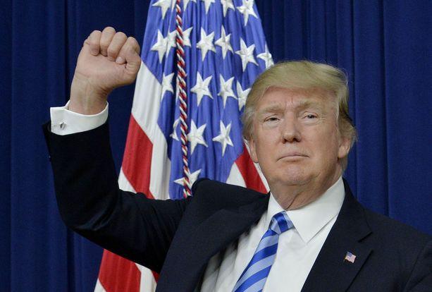 Trumpin hallinnon päätös jättää Valkoisen talon vierailijalistat julkaisematta, noudattaa Barack Obamaa edeltävien presidenttien linjaa.