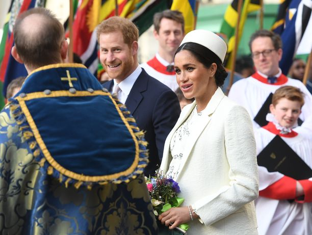Meghanin avioliitto prinssi Harryn kanssa on alkanut ihanasti odotetulla raskaudella. Lapsi syntyy lähiviikkoina. Palatsista kuuluu kuitenkin myös huhuja vaikeuksista - herttuattaren työntekijät eivät ole pitäneet hänen työskentelytyylistään.