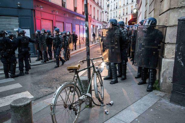 Poliisi ja mielenosoittajat ottivat yhteen erityisesti Menilmontantin alueella Pariisissa.