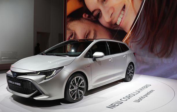 Corolla Hybrid esittäytyi farmarimallisena Pariisissa. Entinen Auris.