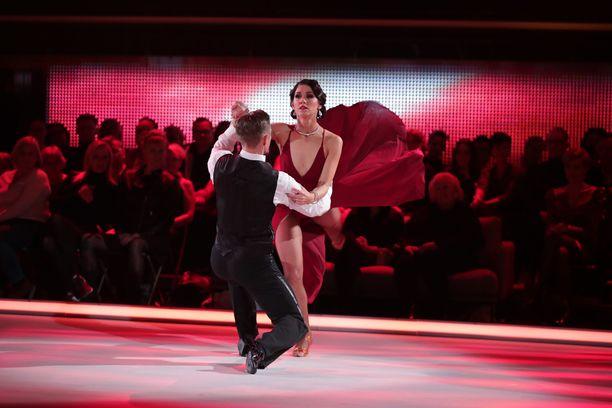 Jannika B:n ja Aleksi Seppäsen tango ei jättänyt ketään kylmäksi.