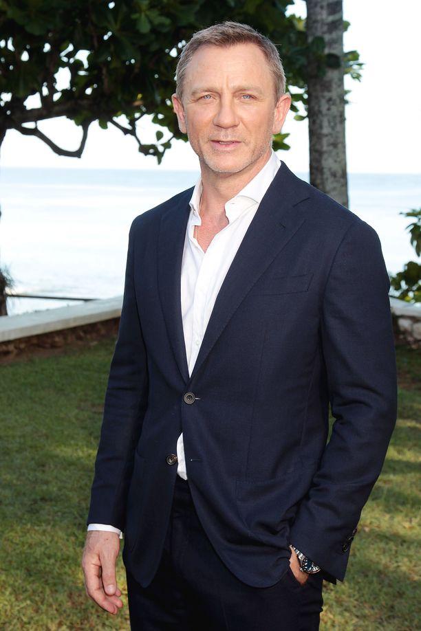 Daniel Craig harmistui liukastumisestaan.