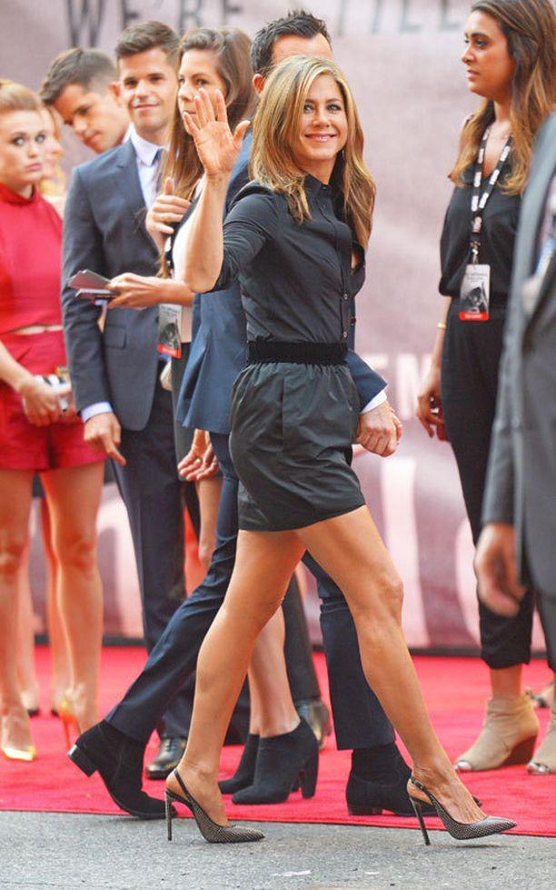 Jennifer Aniston harrastaa säännöllisesti joogaa.