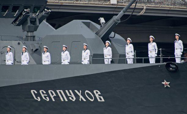Venäläinen sota-alus Neva-joella Pietarin edustalla.