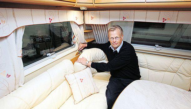 KOSTEUS PIHALLE Kaben hienouksiin kuuluu Virivent, jolla voidaan lisätä ilmastoinnin voimaa, jolloin kosteus poistuu nopeasti vaunuista, kertoo Kaben-vaunujen toimitusjohtaja Erkki Hannula.