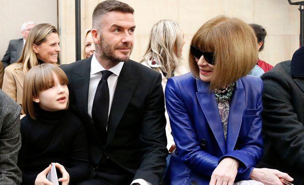 Harper Beckhamilla nähtiin sunnuntaina Lontoossa uusi kampaus.