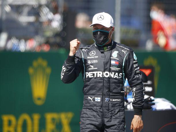 Valtteri Bottas nappasi paalupaikan Silverstonessa.