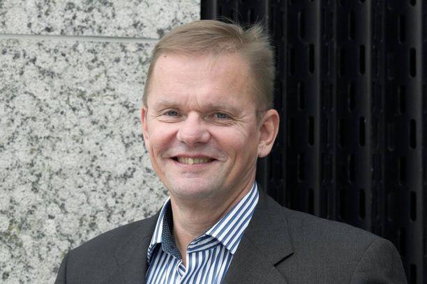 Postin hallituksen puheenjohtajana toimii SOK:n entinen pääjohtaja Arto Hiltunen. Hiltunen ei pidä Postin johtajien palkkoja liian korkeina.