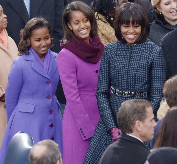 Sasha, Malia ja Michelle Obama olivat pukeutuneet sävy sävyyn virkavalan vannomistilaisuudessa.