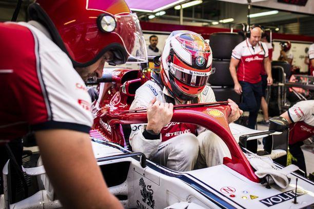 Kimi Räikkösen mukaan Sotshin GP loppui hänen osaltaan ennen kuin alkoikaan.