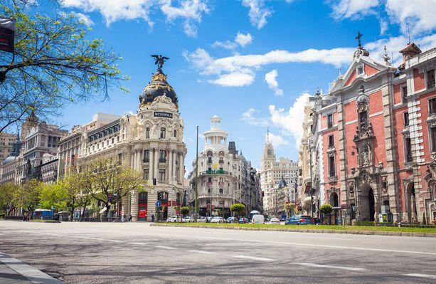Gran Vía on yksi kaupungin pääkaduista, jonka varrella on niin nähtävyyksiä kuin shoppailumahdollisuuksia.